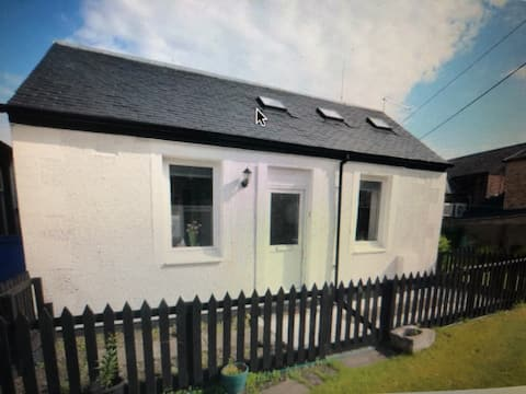 """""""The Brambles Girvan """" Holiday Cottage by Seaside."""