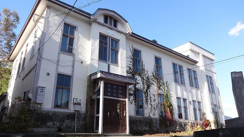 築100年の大きな屋敷をリノベーションした宿Little Barrel /  202号室