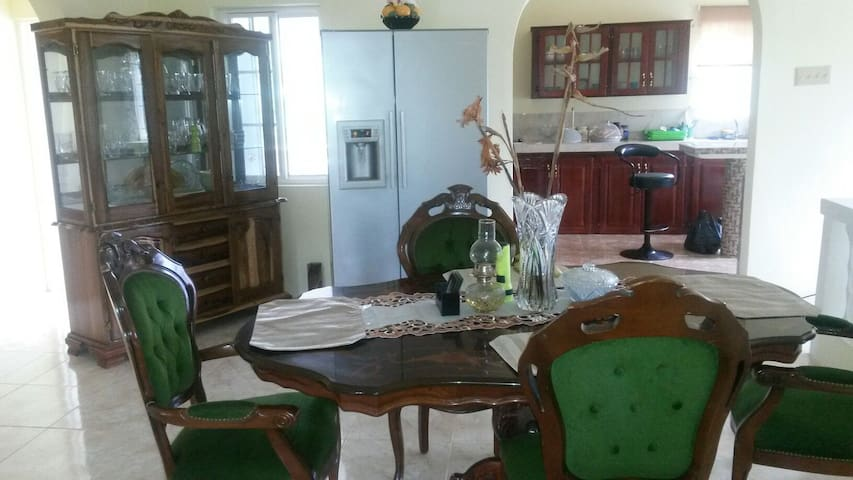 Safe cozy home in Jamaica and Tours - Fairy Hill - Huis