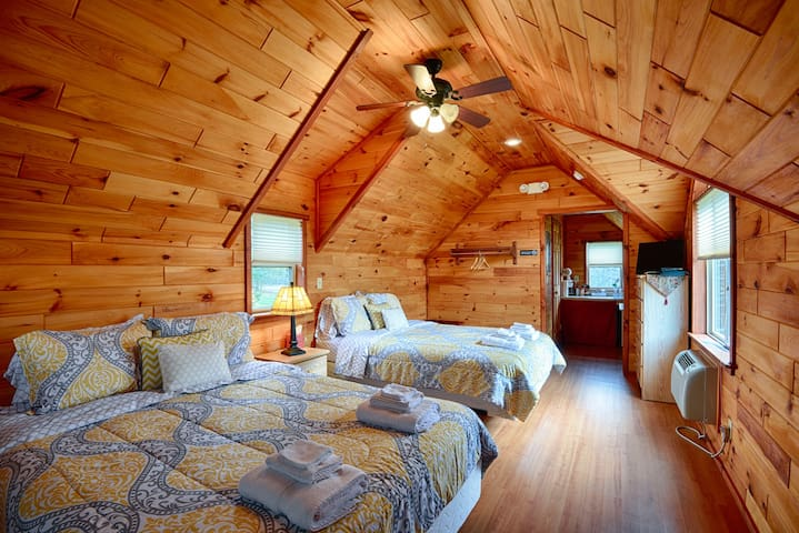 #3 Beautiful Hewn Cedar Log Cottages