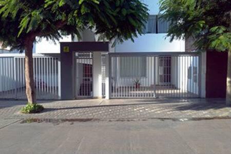 Bonito, grande y luminoso apartamento en San Borja - San Borja - Huoneisto