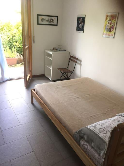 Stanza e bagno privato in trilocale con giardino for Trilocale in affitto bergamo