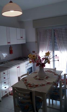 Appartamento 300m dal mare - Tonnarella - Apartment