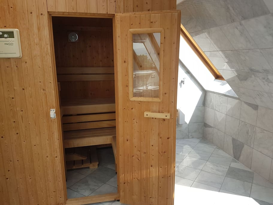 dz in 105qm wohnung mit sauna und tollem ausblick. Black Bedroom Furniture Sets. Home Design Ideas