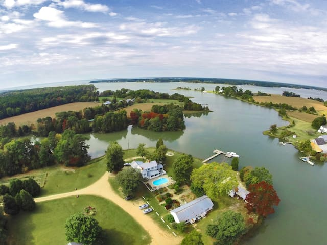 Secluded Waterfront B&B: King Room, no extra fees!