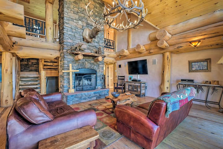 Resort Cabin w/ Private Hot Tub, Ski-In/Out Access