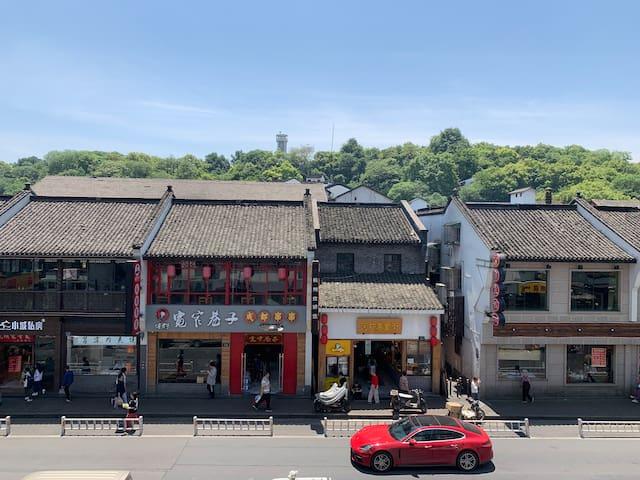 The scenery outside the window:gaoyin street