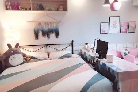 市中心·巨幕投影·高配电脑·采光大床·做饭轰趴·北欧ins·洪城沃尔玛·公园【FULL HOUSE】