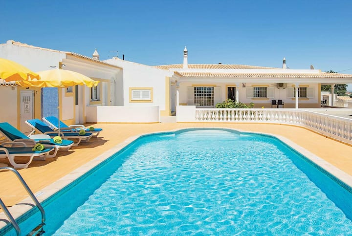 3 bed villa 15 minute drive from the beach
