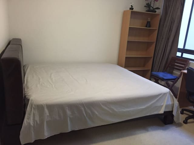 Chatswood Luxurious en-suite master-room