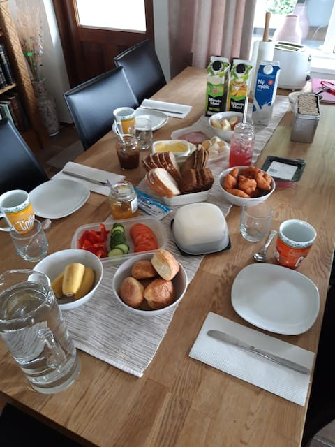 Farm accommodation, peaceful with breakfast HG2392