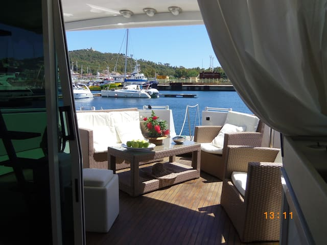 Luxury Motor Yacht B&B Marina di Arbatax Sardinia - Arbatax - Boot