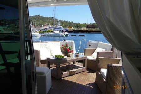Luxury Motor Yacht B&B Marina di Arbatax Sardinia - Arbatax - Πλοίο