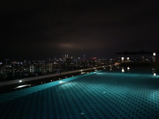 8-C8Pool View Suite Condo吉隆坡景色泳池高级公寓套房中英语接送机包车私厨饺子
