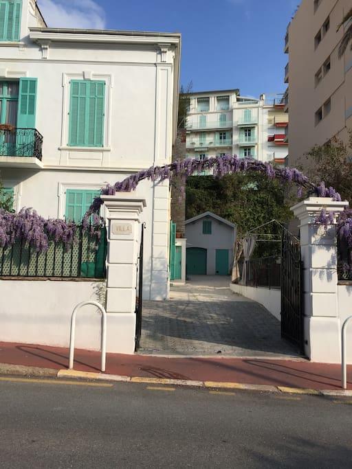 Gate (driveway)