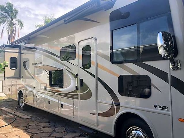 2019 NEW 35 FOOT LUXURY MOTORHOME EUROPEAN DESIGN