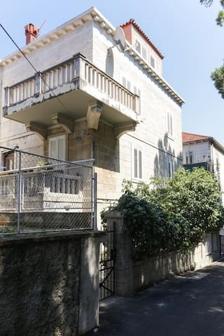 Stone house apartment near the center of Dubrovnik