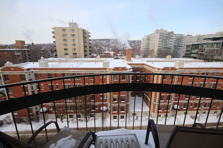 Super Cozy Studio with a View in Westmount