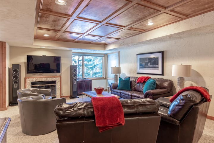 New Listing! Huge duplex overlooking Park City! Walk to lifts and Main Street