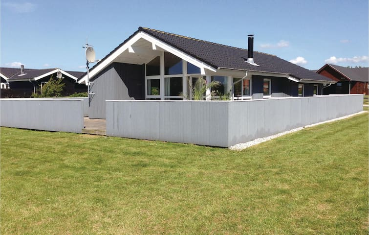 Holiday cottage with 3 bedrooms on 97 m² in Vinderup