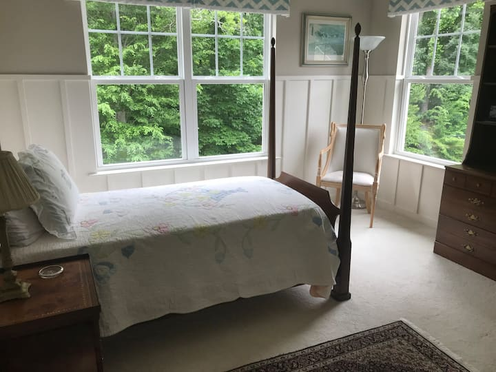 Secluded, quiet end unit Townhouse bedroom
