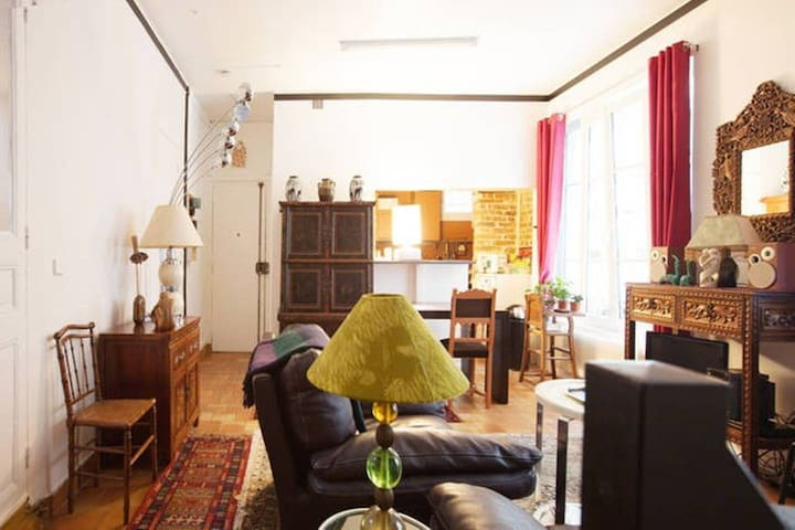 Private room in cosy apartment center Bastille