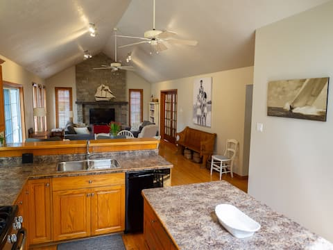 Christy Cottage: Spacious & bright!
