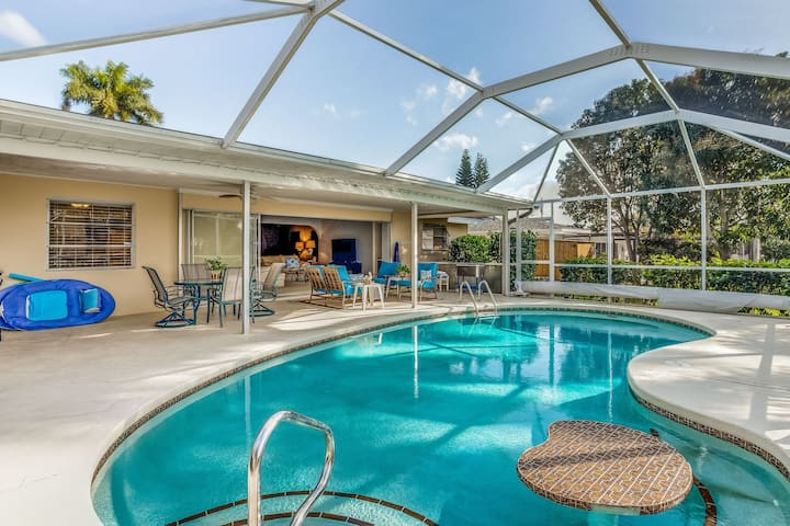 Friendly family & dog-friendly home with private pool on the canal!