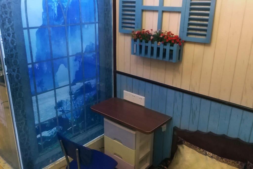 德姆斯特朗船屋卧室的柜子,您可将您的衣物放置于此。