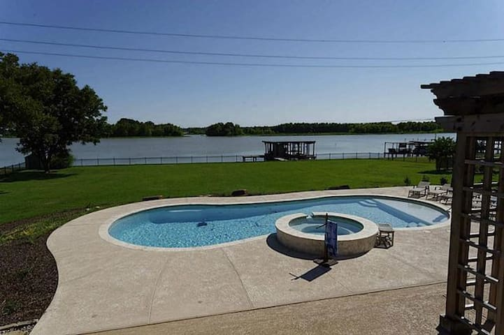 Water Front home on Lake Livingston Texas