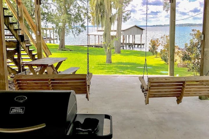 Lakefront 4BR Livingston Home w/ Boat House!