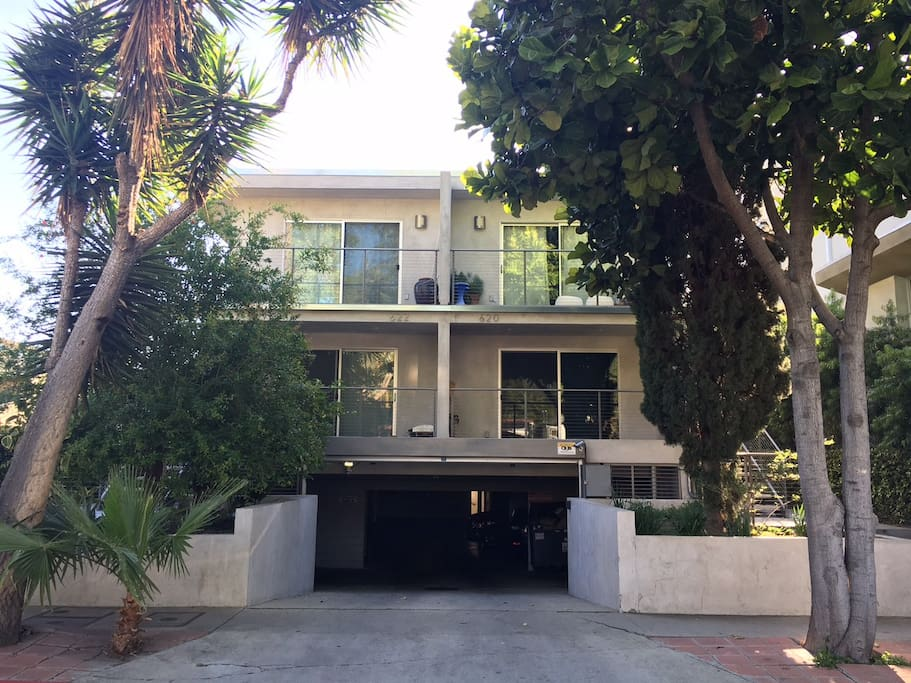 Charming Two Bedroom Apartment Apartments For Rent In West Hollywood California United States