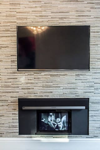 """Samsung 40"""" TV in the living room. Please note that Sonos system has also been removed. (January 2019)"""