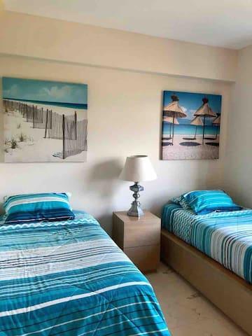 Habitación con dos camas individuales, con closet, sin baño dentro de la recámara