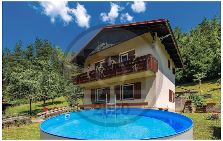 Holiday cottage with 3 bedrooms on 68m² in Dreznica