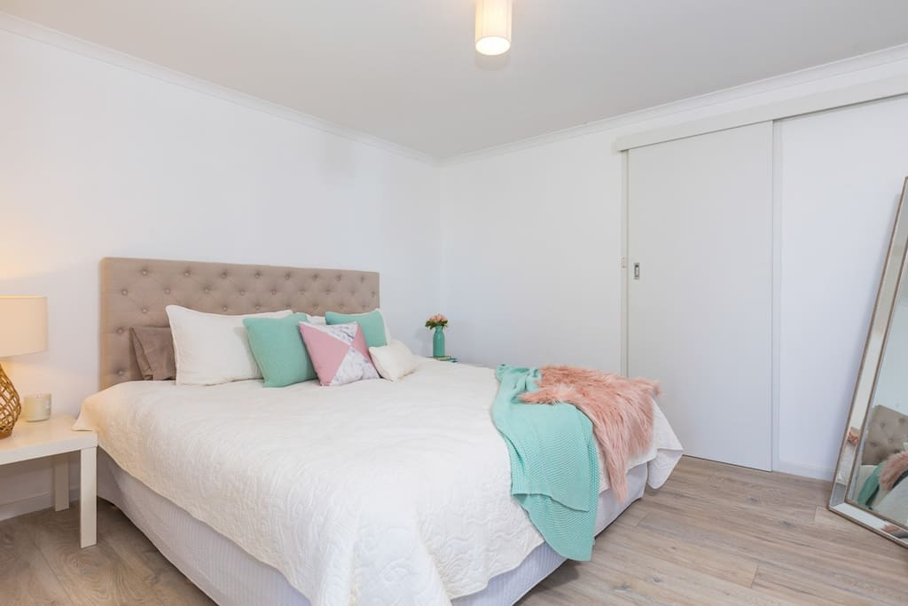 Pet Friendly One Bedroom Self Contained Apartment Apartments For Rent In Batehaven New South
