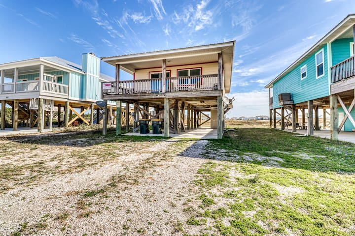 Lovely dog-friendly beach home w/ free WiFi and cable - walk to beach access!