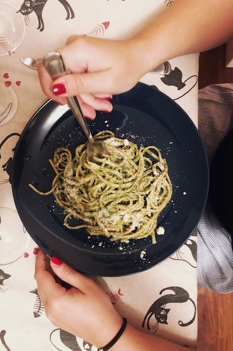 Linguine with homemade pesto