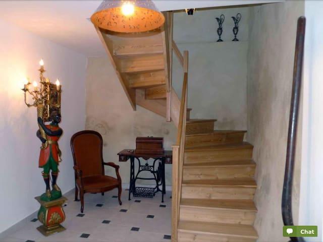 Maison dans un village médiéval - Caunes-Minervois - House