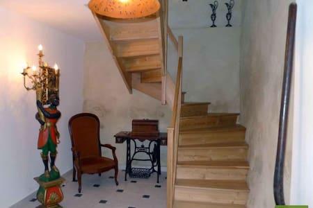Maison dans un village médiéval - Caunes-Minervois