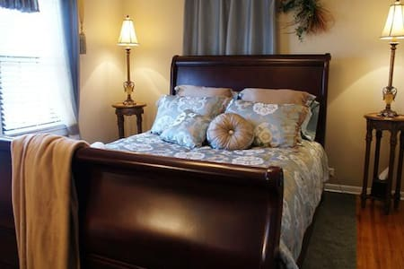 English Pleasure, breakfast $25 ext - Ava - Bed & Breakfast