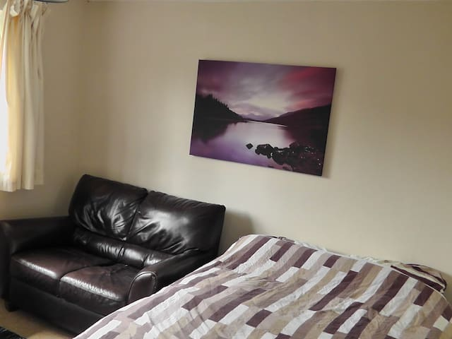 Lovely Double Room with desk, sofa and leafy view