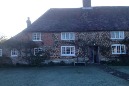 Double Room in Idyllic West Sussex - Greatham