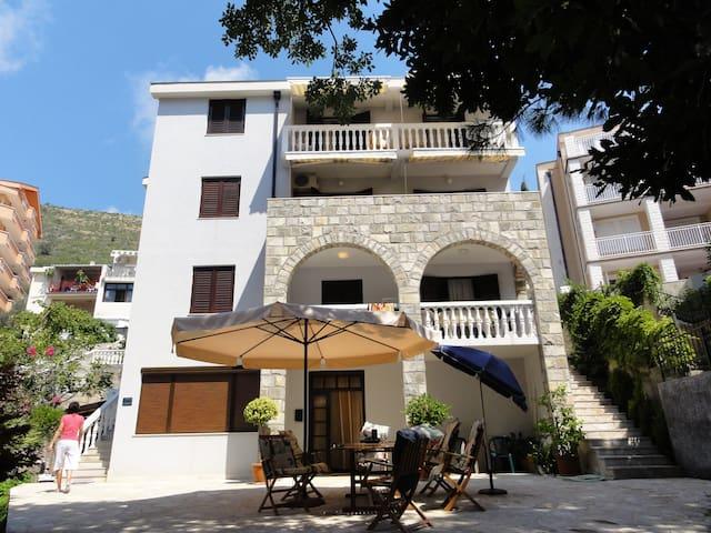 Vila Novakovic Apartments - Petrovac - Apartamento