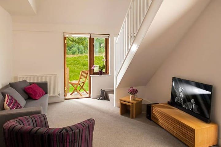 The Ash, Deluxe Apartment, Malvern, Sleeps 2 - Malvern - Apartemen