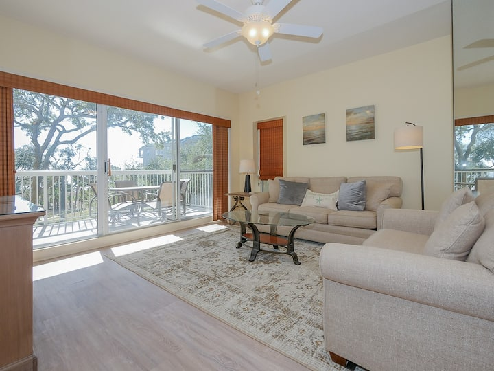 308 Barrington Arms Beautifully decorated villa just steps from the beach