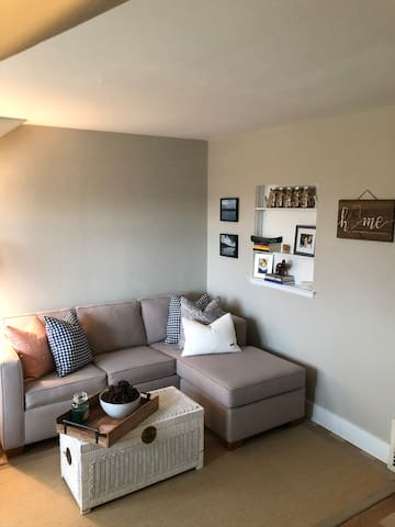 Cozy, updated one bedroom in a quiet neighborhood