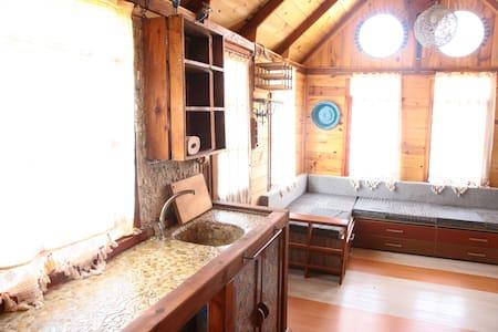 çift kişilik kütük ev - Ağullu Köyü - Bed & Breakfast