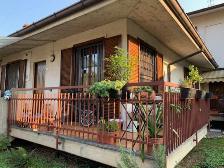 Silent Villa 3min walk to train- new on air b&b!