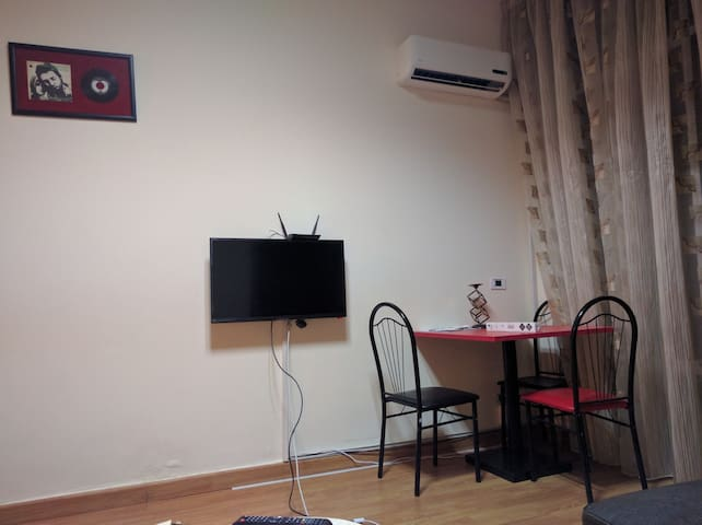 Cozy One Bedroom Apartment in Hamra